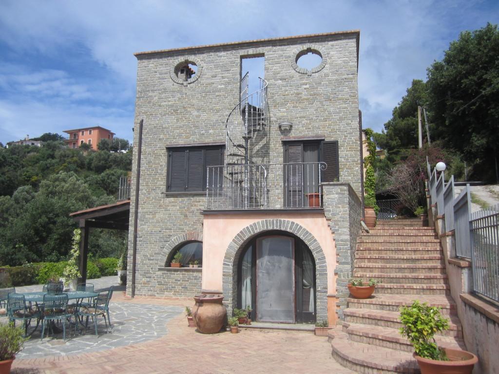 Villa di Prestigio a Pioppi